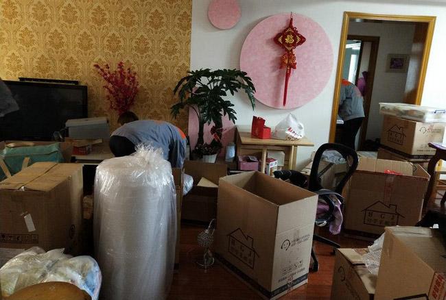 滨海塘沽搬家公司:搬家如何使用电梯,物品轻拿轻放